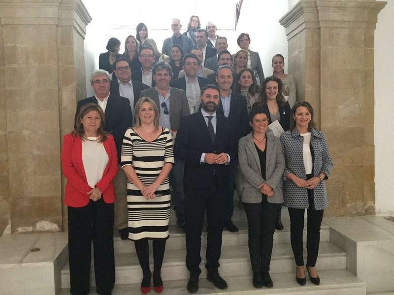 Fernández anuncia una nueva línea de financiación para las localidades declaradas como Municipio Tur