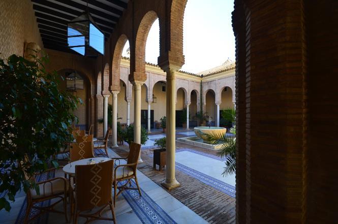 Las pernoctaciones extrahoteleras en Andalucía suben un 37,2% en abril y los viajeros se elevan un 4