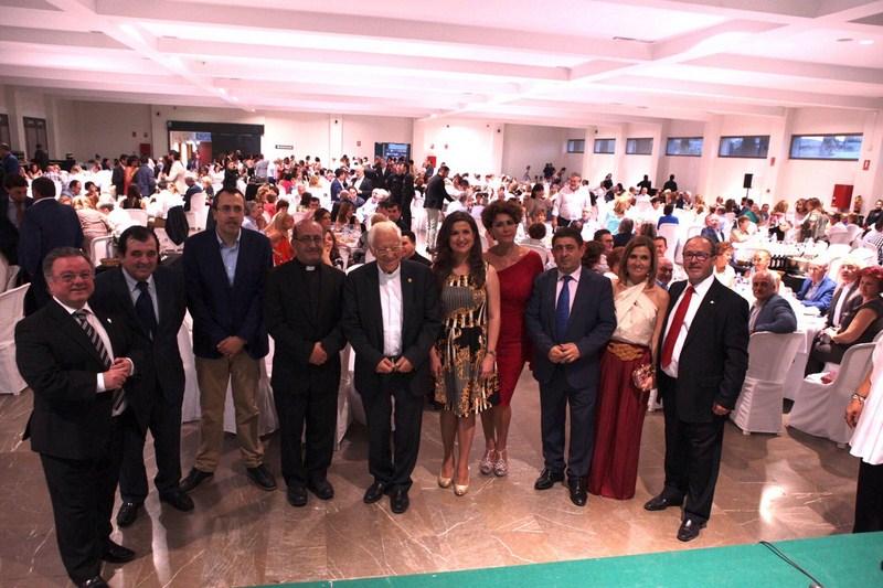 Los trabajadores de IFEJA reciben un reconocimiento de Mensajeros de la Paz por su apoyo en la organ