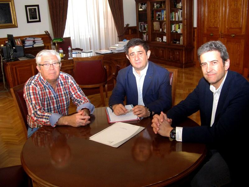 Francisco Reyes aborda con la Federación de Caza los principales asuntos de interés para el sector e