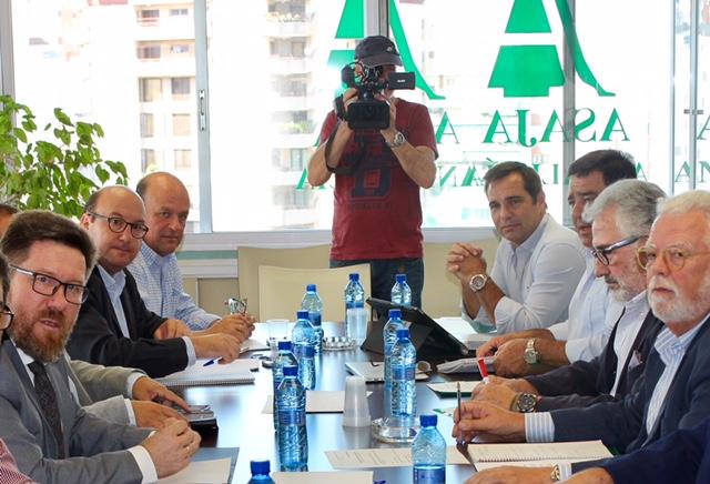 Sánchez Haro se reúne con Asaja para analizar la situación del sector agrario y estudiar sus princip