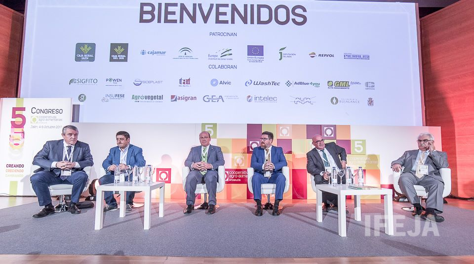 El mundo cooperativo se ha dado cita en el Palacio de Congresos de Jaén durante la celebración del