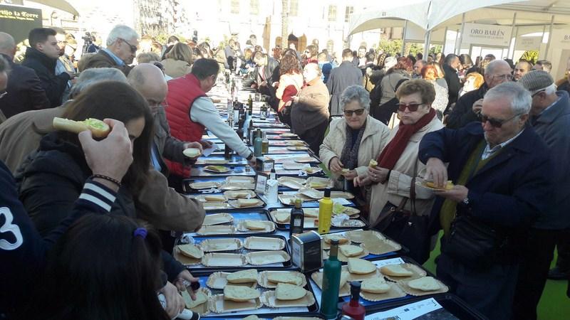 La IV Fiesta del Primer Aceite de Jaén celebrada en Linares concluye con un completo éxito de públic