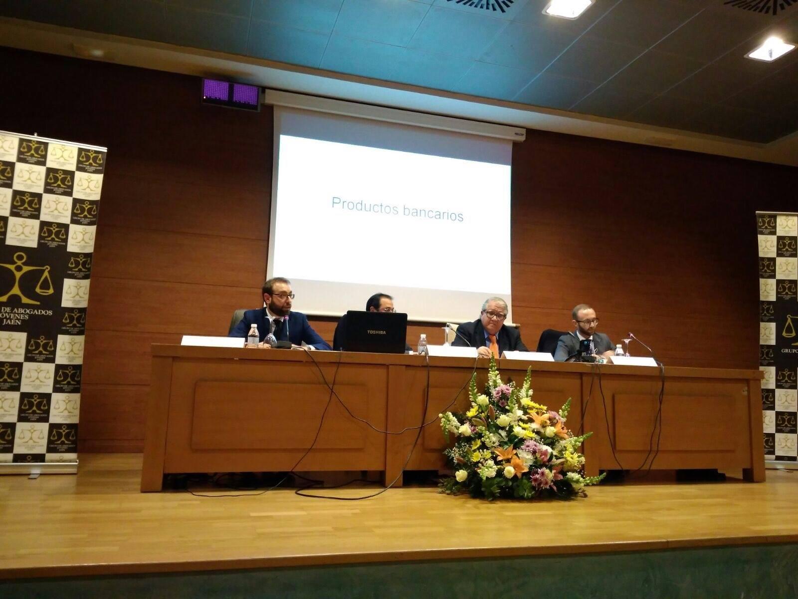 Los gastos de formalización de hipoteca y el derecho bancario a debate en el Palacio de Congresos de