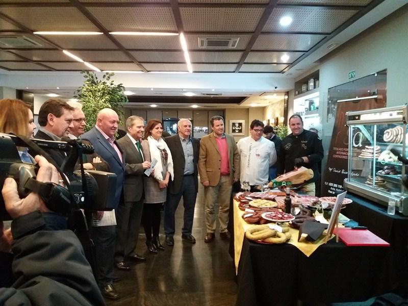 """El ayuntamiento de Peal de Becerro ha presentado hoy en IFEJA las Jornadas Gastronómicas """"Sabores de"""