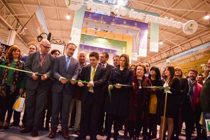 El Recinto de Ferias y Congresos acoge hasta el domingo la V Feria de los Pueblos, donde se muestra