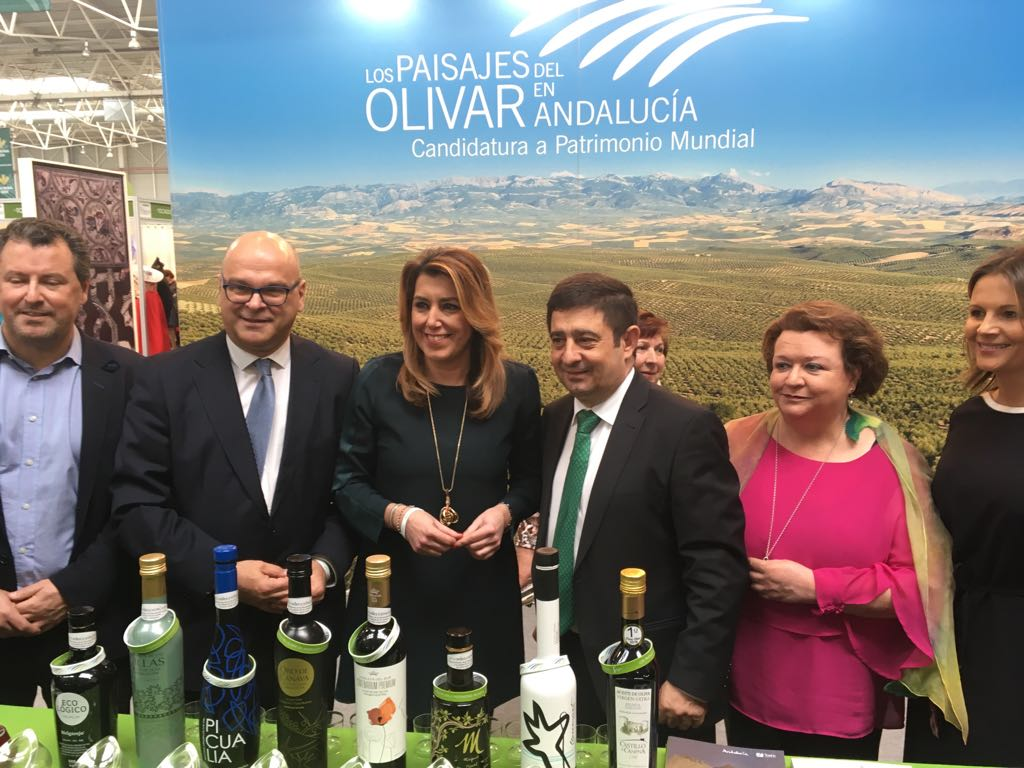 La presidenta de la Junta de Andalucía visita la V Feria de los Pueblos organizada por la Diputación