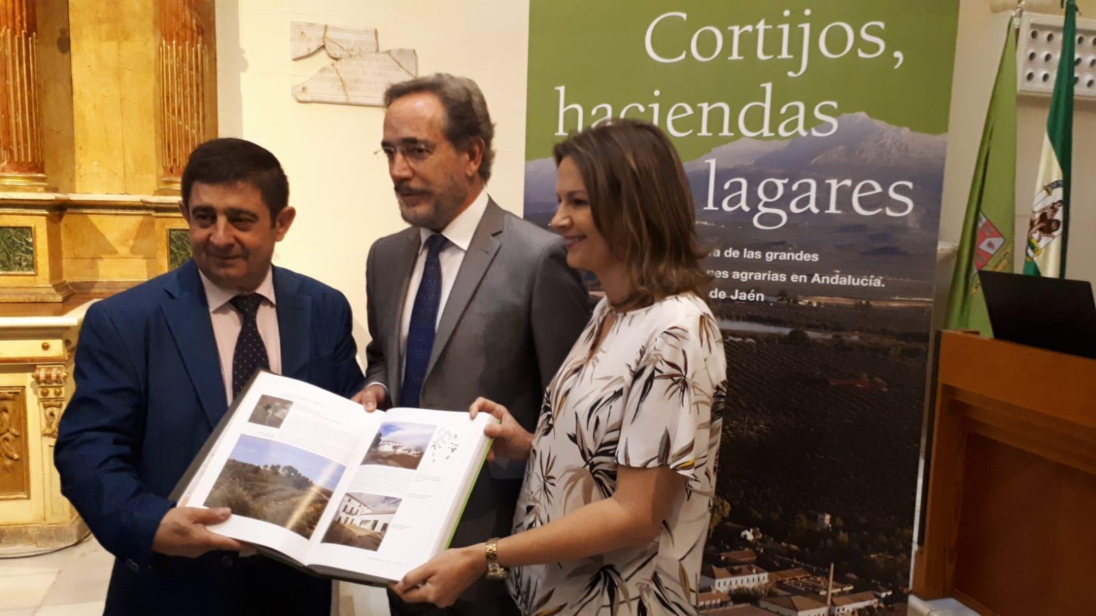 La Junta recopila la arquitectura civil agraria de Jaén en el libro 'Cortijos, haciendas y lagares',