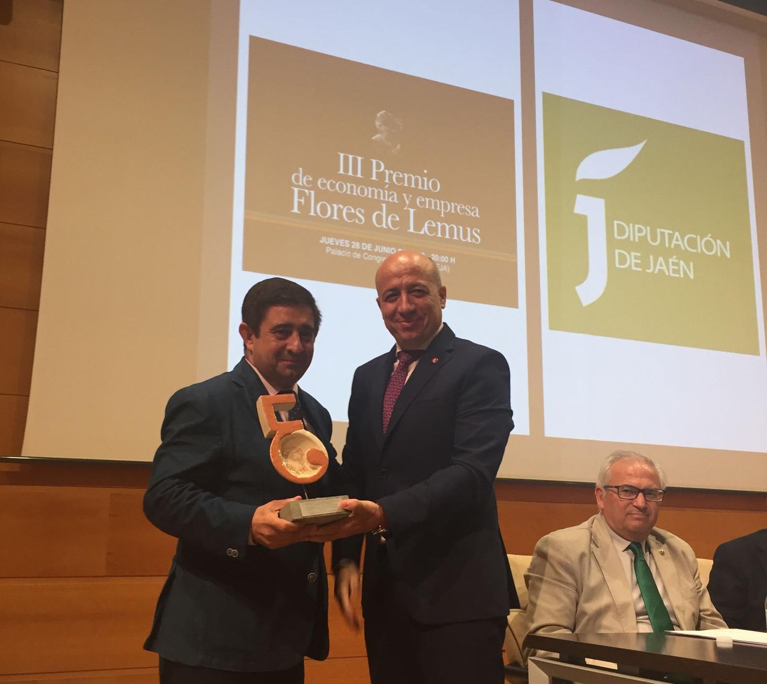 El Colegio de Economistas de Jaén reconoce el trabajo de la Diputación en pos del desarrollo de la p