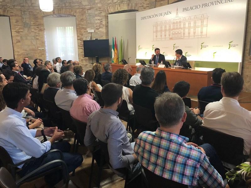 Fernández se reúne con empresarios de Jaén para analizar las campañas de promoción turística vincula