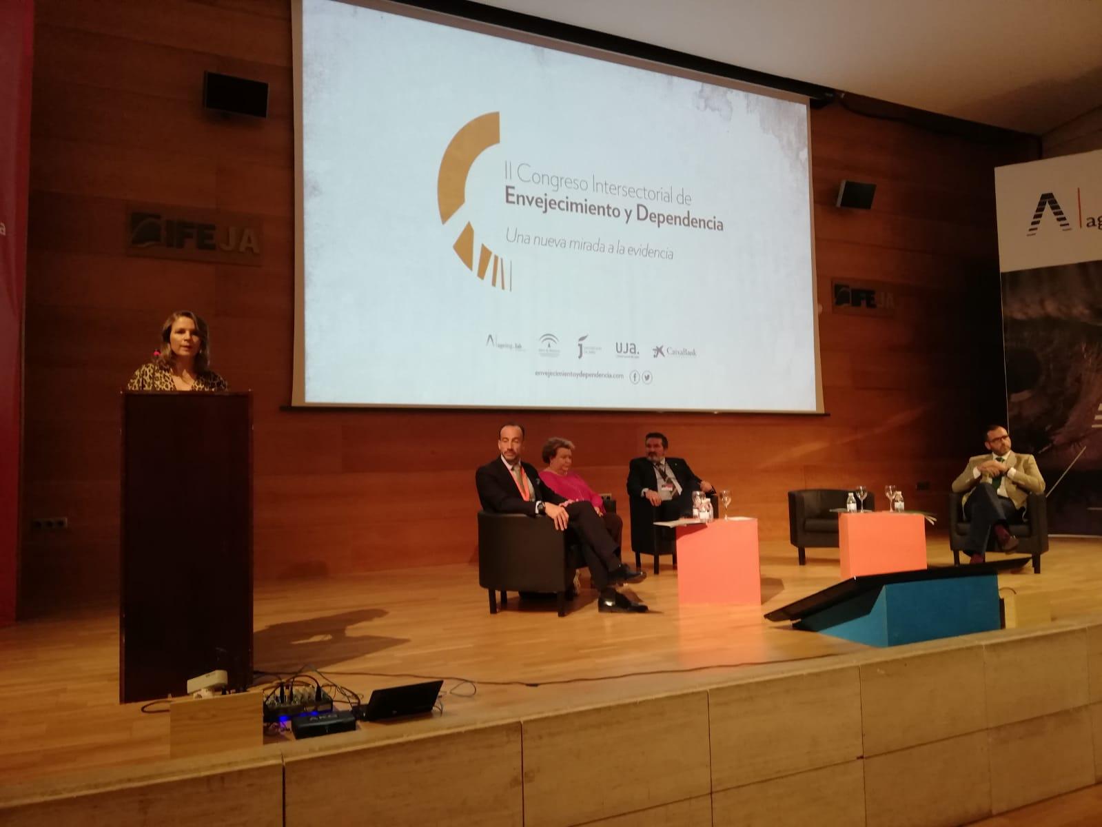 La Junta muestra su compromiso en IFEJA con las políticas de envejecimiento activo para la mejora de