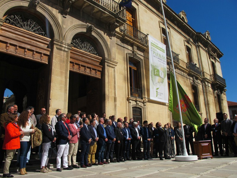 La Diputación inicia la conmemoración del Día de la Provincia con el izado de la bandera provincial