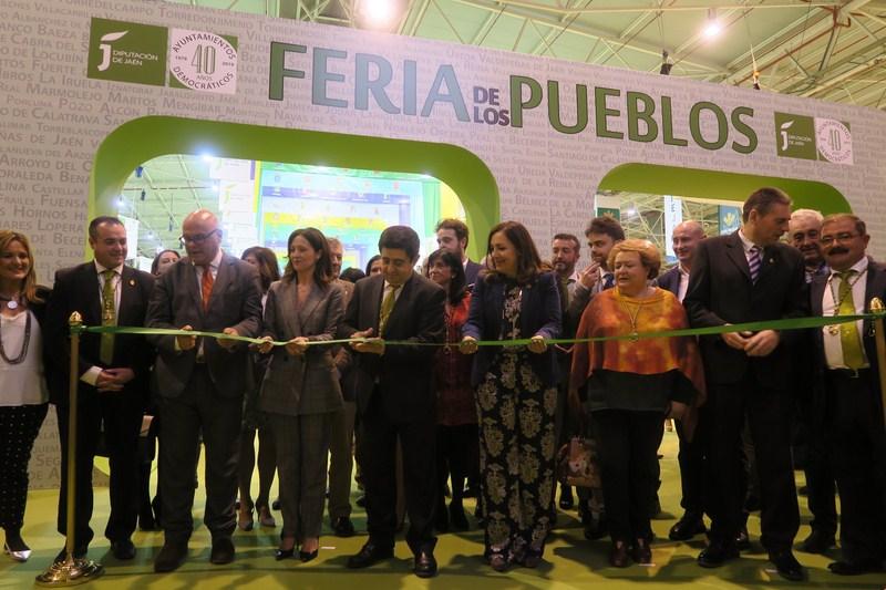"""La VI Feria de los Pueblos abre hasta el domingo sus puertas para poner en valor """"nuestra identidad"""