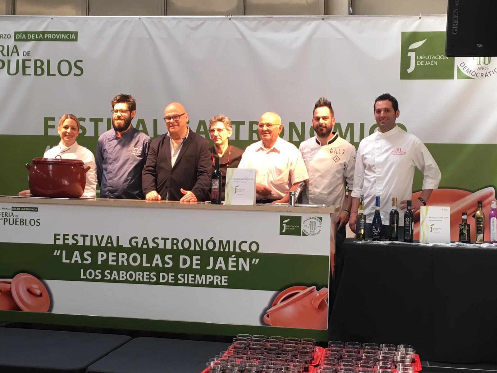 """Ocho cocineros participan en el II Festival Gastronómico """"Las perolas de Jaén"""" que se celebra en el"""