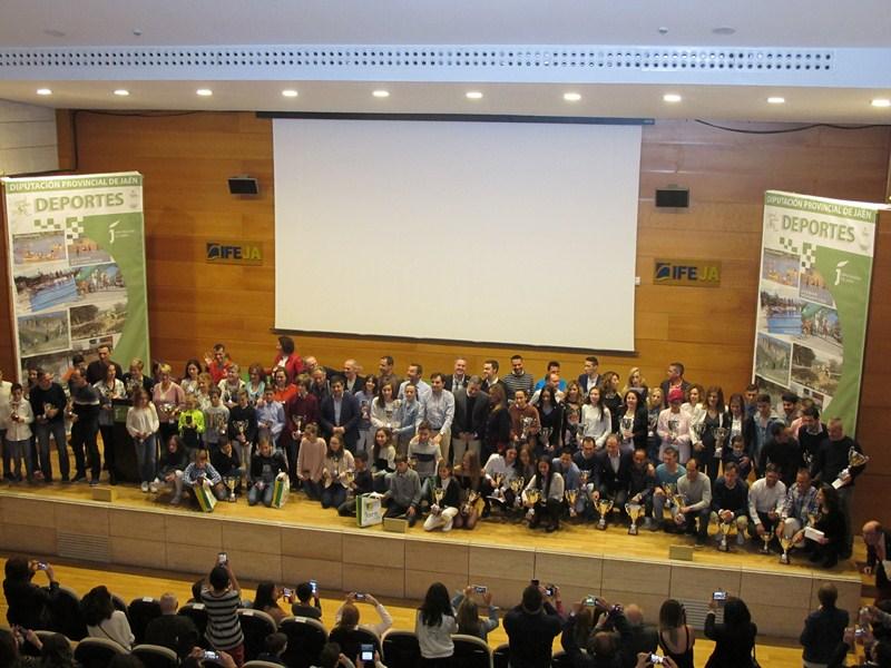 La entrega de los premios del XXII Circuito de Campo a Través de Diputación reúne en el Palacio de C