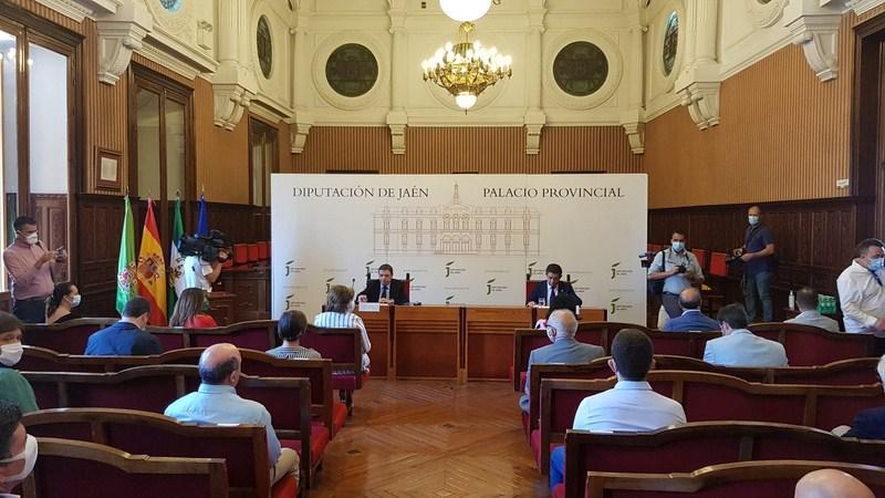 Luis Planas expone en el Consejo Provincial del Aceite de Oliva las medidas para revertir la crisis