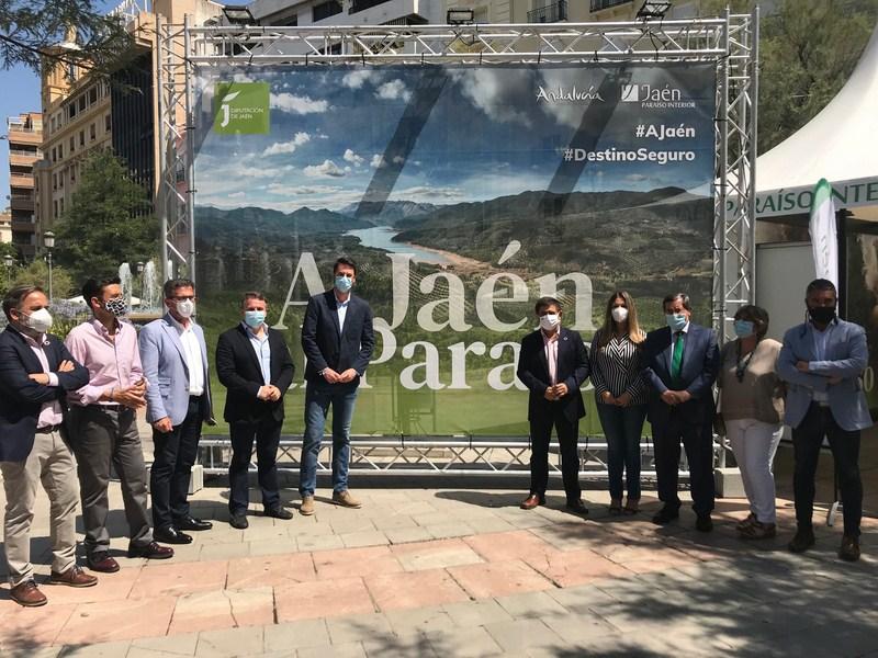 """Granada conoce los atractivos de la provincia en el espacio de promoción turística """"Jaén, paraíso in"""