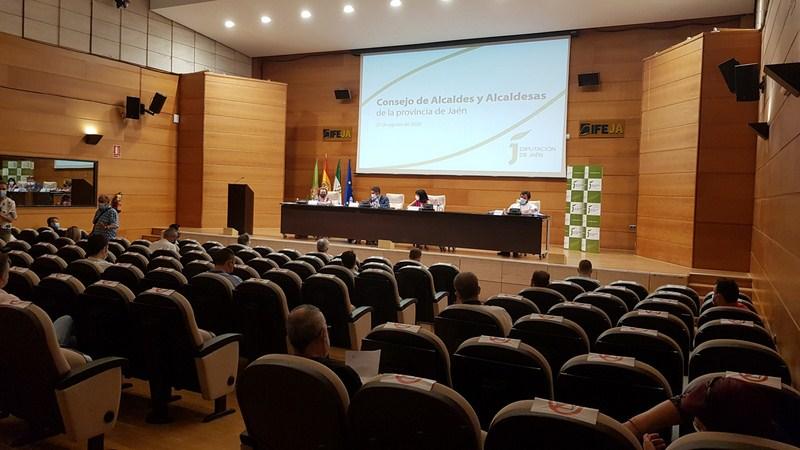 El Consejo de Alcaldes y Alcaldesas aborda en IFEJA medidas ante el inicio de las clases y de la cam