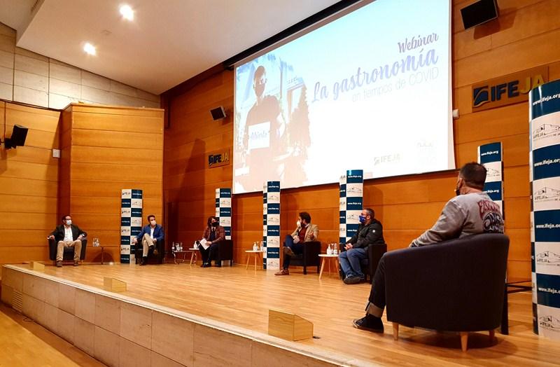 Hosteleros, sanitarios y administración pública han debatido hoy en IFEJA sobre el presente y futuro