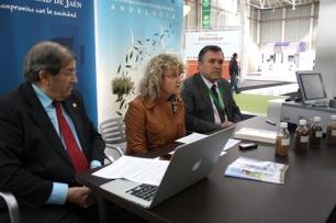 UJA y Ctaer firman en Bi�ptima una alianza para el aprovechamiento de la biomasa del olivar