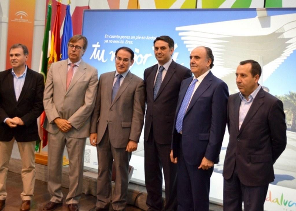 El consejero de Turismo mantiene un encuentro con empresariosdel sector tur�stico andaluz para anali