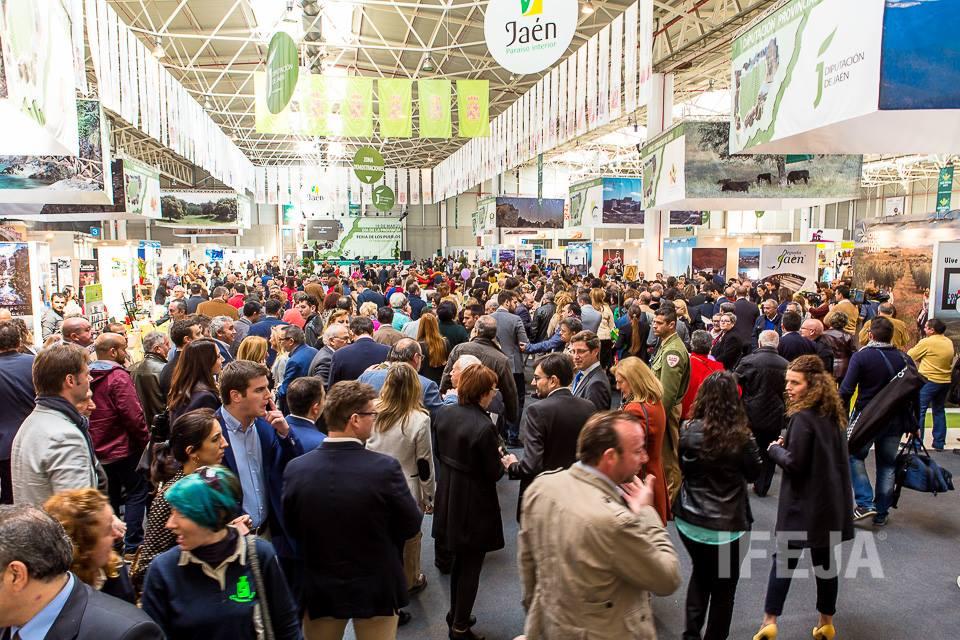 La tercera edición de la Feria de los Pueblos de la Provincia cosecha un éxito absoluto y cuenta con